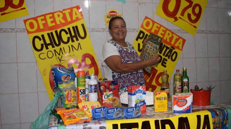 Mãe ganha festa de aniversário com o tema que ela mais ama: supermercado